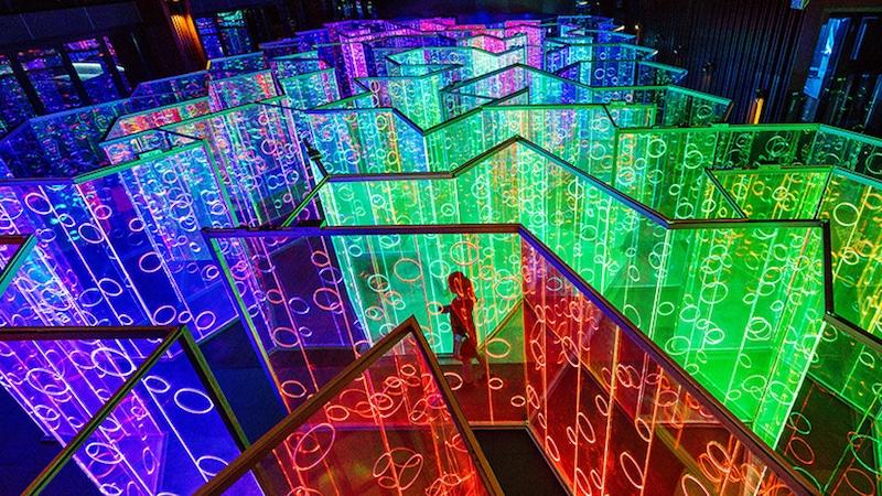 brut-deluxe-yuzhou-immersive-light-installation-3-rainbow-labrynth
